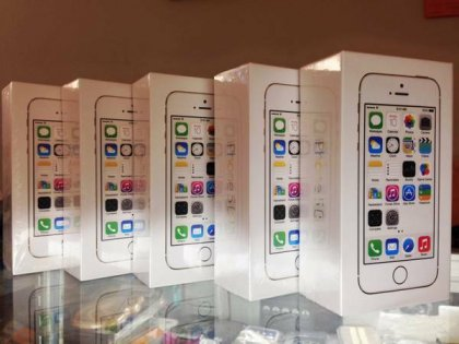 Brand new and Original iPhone 5S... 1