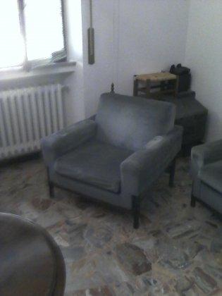 divano 3 posti + due poltrone e... 2