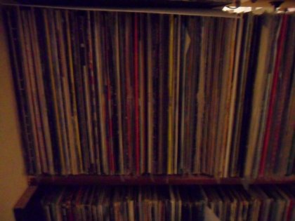 Circa 10000 dischi in vendita,...